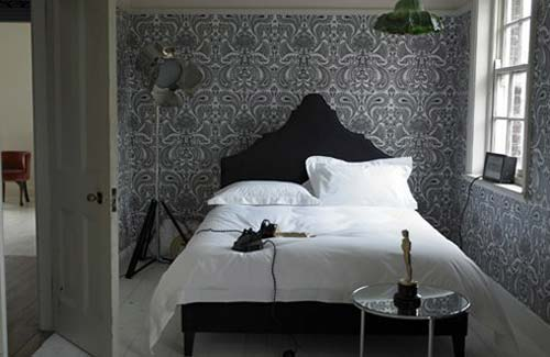 black vintage bedroom furniture and decorating ideas