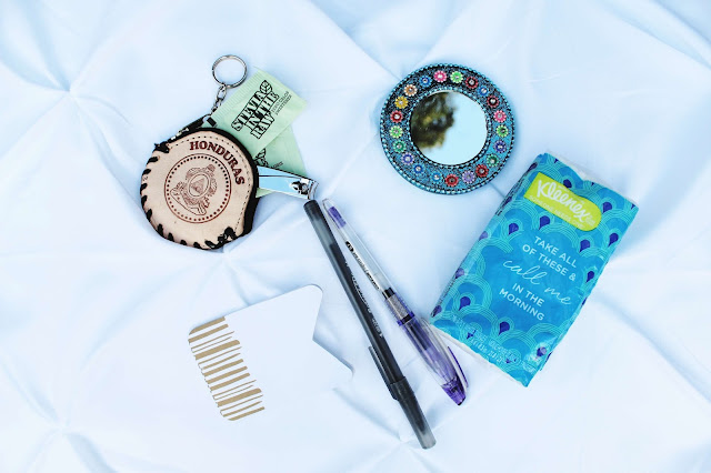 A look at what's in my purse!