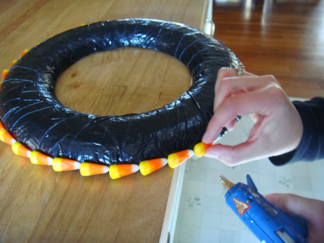 how to make a candy corn wreath for Halloween