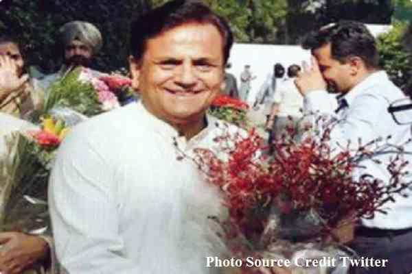 congress-celebrating-as-mohammad-ahmed-patel-become-us-president