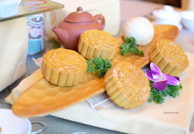 Mooncake Mid Autumn Festival @ Zuan Yuan Chinese Restaurant, One World Hotel