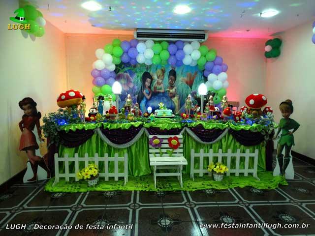 Decoração festa de aniversário infantil tema Tinker Bell em mesa tradicional de tecido