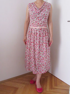 http://ladylinaland.blogspot.hr/2016/08/floral-cowl-neck-dress.html