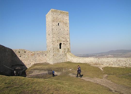 Baszta przy zachodnim murze zamku dolnego
