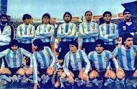 SELECCIÓN DE ARGENTINA - Temporada 1984-85 - Bilardo (entrenador), Passarella, Clausen, Garre, Trossero, Russo y Fillol; Burruchaga, Giusti, Barbas, Maradona y Jorge Valdano - PERÚ 1 (Oblitas) ARGENTINA 0 - 23/06/1985 - Mundial de México 1986, clasificación - Lima, Perú, estadio Nacional