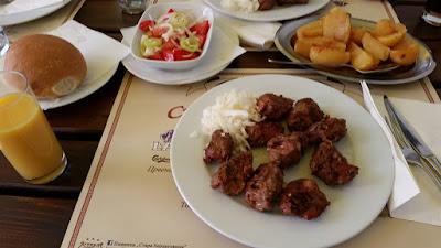 Comida tradicional serbia Belgrado