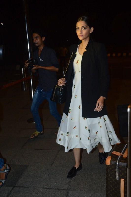 Sonam Kapoor Heads to Delhi for Veere Di Wedding Shooting