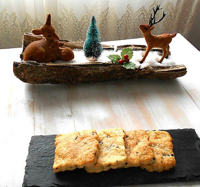 bolachas de parmesao azeitonas e oregaos