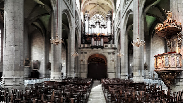 Inside the cathedral of Auch