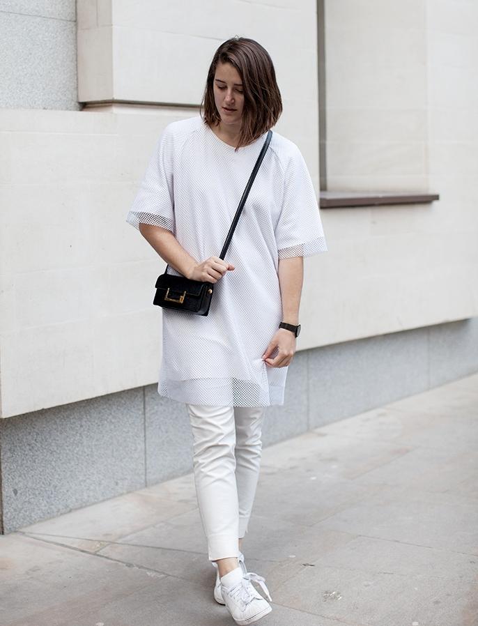 e863f51680 Cmo llevar unos pantalones blancos con estilo Asesora de
