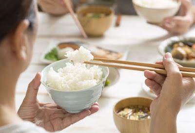 Kebiasaan Rata-rata Masyarakat Kalau Tidak Makan Nasi Belum Kenyang, Kenapa?