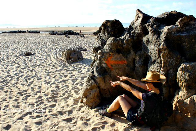 foto de flecha en playa de noja