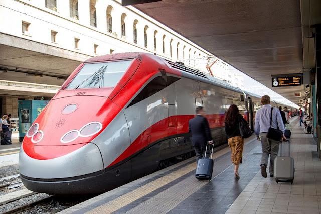 Trem na estação Roma Termini
