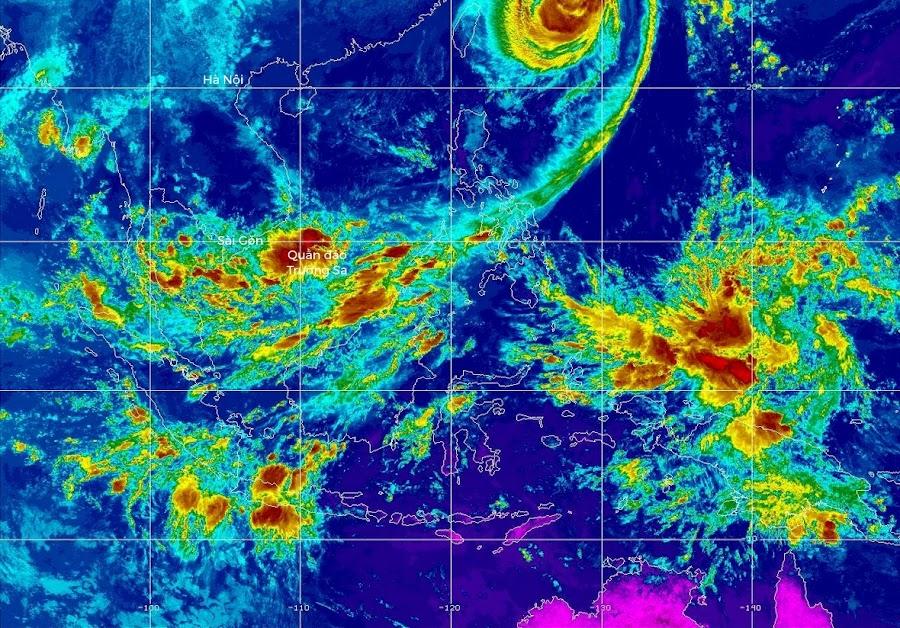 Dải hội tụ nhiệt đới đang ở vùng biển Quần đảo Trường Sa, ngoài khơi bờ biển Vũng Tàu khoảng 1.700 hải lý. Hình ảnh: MTSAT IR.