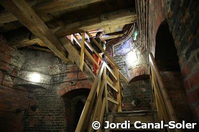 Subiendo al campanario del ayuntamiento de Torun