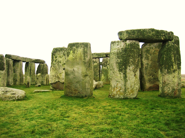 Say G'day Saturday Linky Party, A Virtual Trip around the World, Natasha in Oz, Travel, Stonehenge, UK,