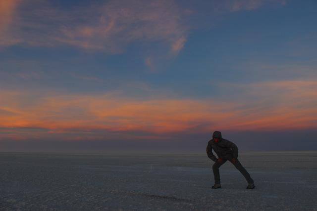 Anochecer en el Salar de Uyuni, la meta de nuestra ruta por el suroeste de Bolivia