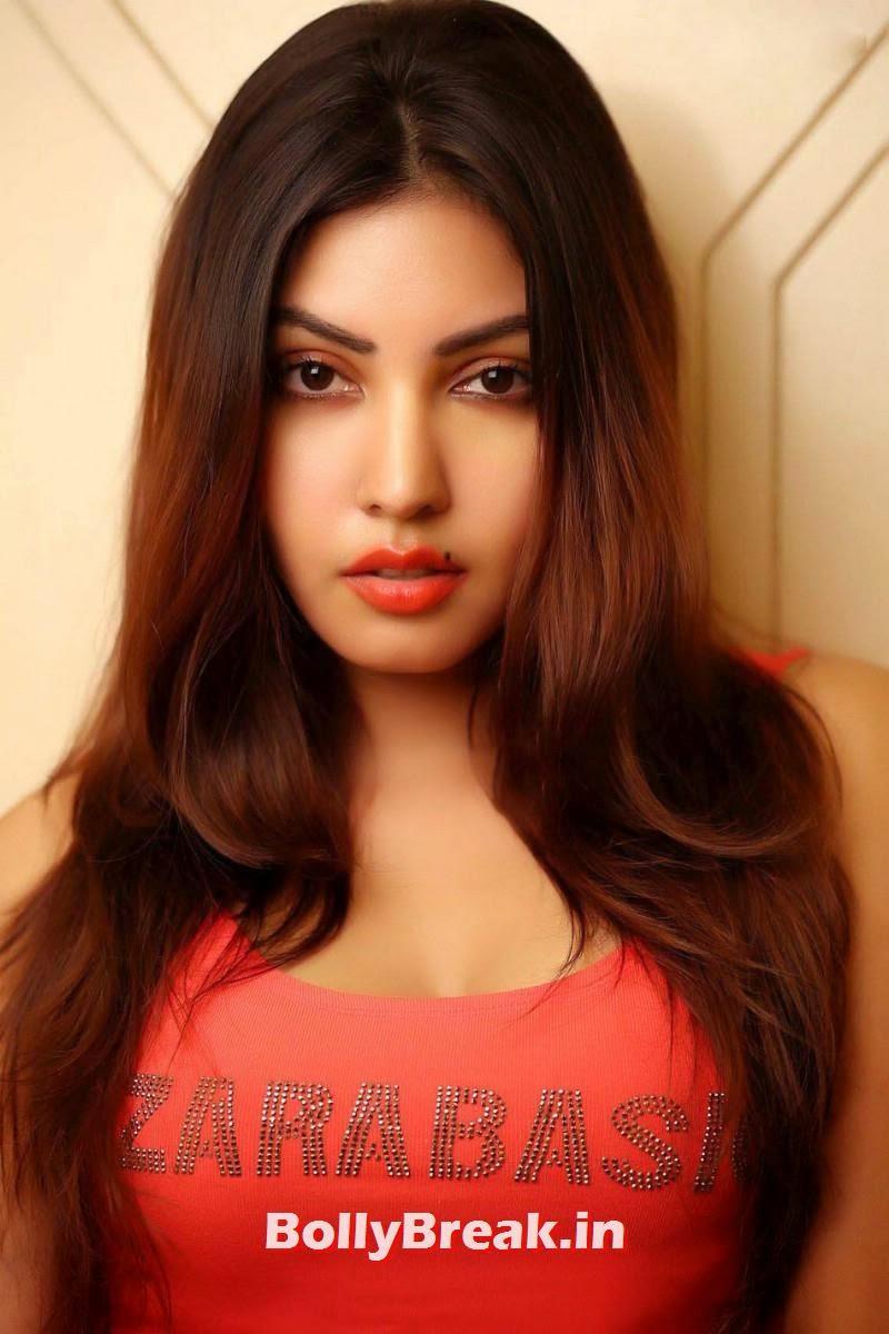 11, Komal Jha in Tank Top ZaraBasic - Hot Pics