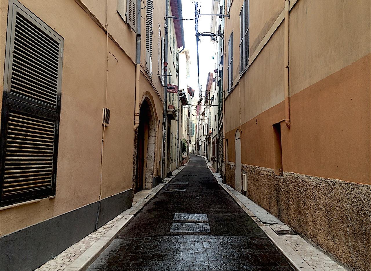 a Nice Alleyway