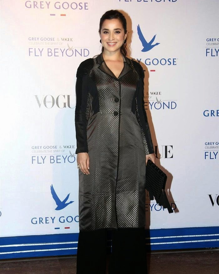 Simone Singh, Pics from Red Carpet of Grey Goose & Vogue's Fly Beyond Awards 2014