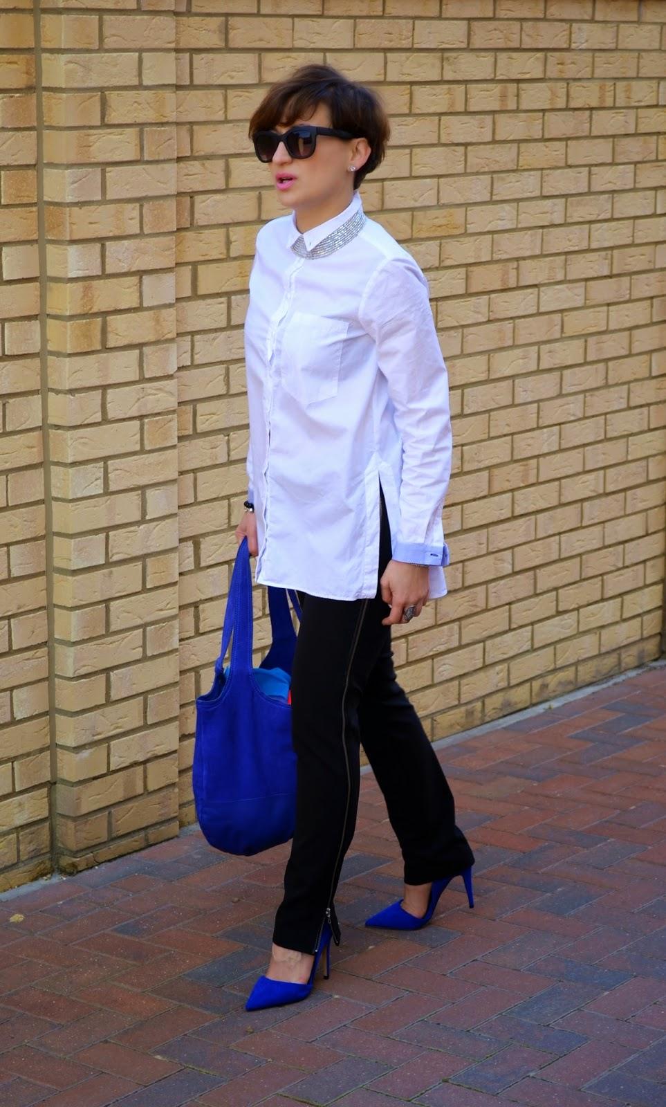 Black & White Classic Look, Fashion, ginatricot, Klasyka ubioru, Kobalt, Kobaltowa Torba, Kobaltowe Szpilki, Koral, moda, Sexi Zipped ZARA Black Trousers, Srebrne Dodatki, White ZARA shirt
