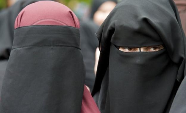 Η Νορβηγία απαγόρευσε μπούρκα και νικάμπ στα σχολεία
