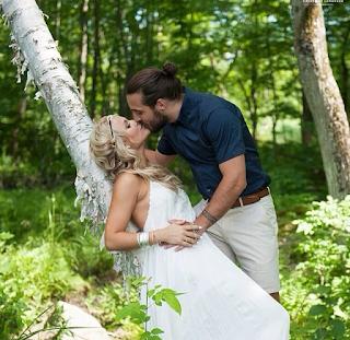 Mathieu Perreault's wedding kiss