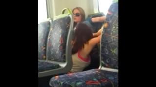 Lesbica flagrada chupando amiga no onibus em salvador Bahia