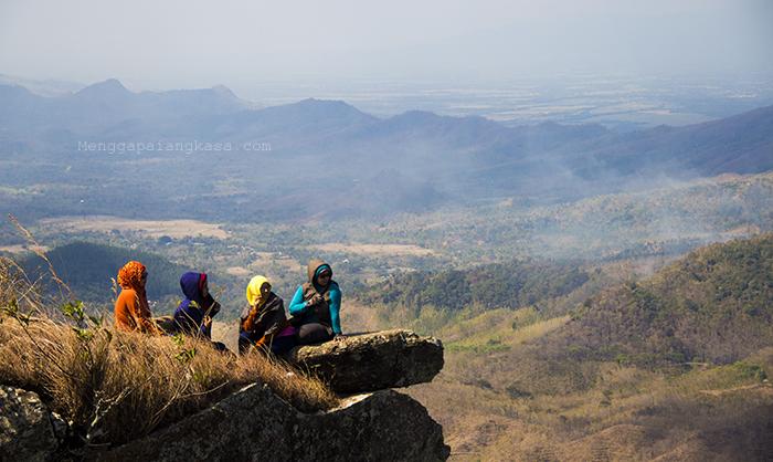 Menikmati Panorama Indah di Gunung Besek, Kismantoro, Wonogiri
