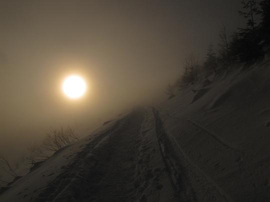 Ścieżka trawersująca północne zbocze Skupniowego Upłazu.