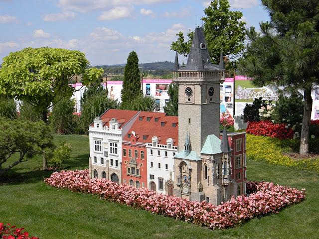 Z czeskiej stolicy pochodzi miniatura w Kłodzku