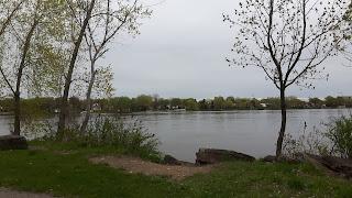 Rivière des Mille-Îles, parc de la Merci, printemps