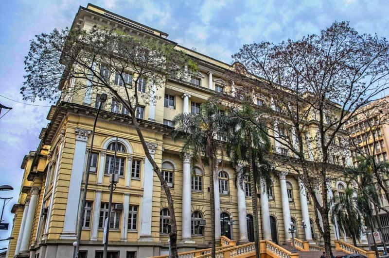 Pagamento integral para quem ganha até R$ 1.200 líquidos contempla 18% do funcionalismo do Poder Executivo - Foto: Alex Rocha/ Palácio Piratini