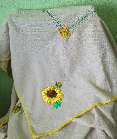 Колоритная льняная скатерть с подсолнухами