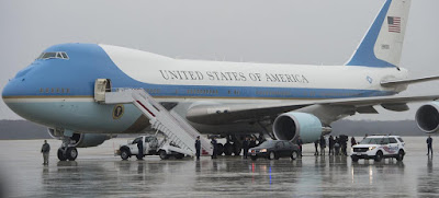 Donald Trump buộc phải sử dụng Air Force One