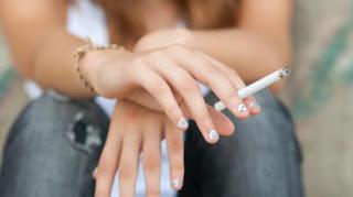 Bahaya Merokok Saat Buka Puasa