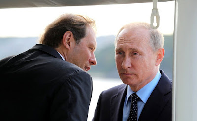 Vladimir Putin with Industry and Trade Minister Denis Manturov while touring the new Project 20380 corvette Sovershenny.