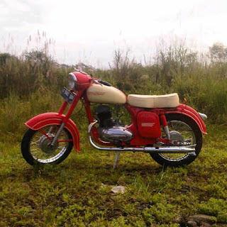 Motor Tua Antik Jawa