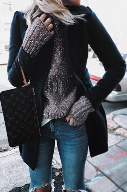 casual outfit inspiration : blazer + sweater + bag + jeans