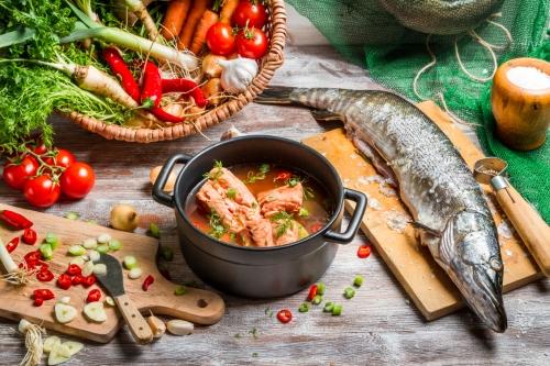 Cardápio da dieta tem peixe e muitos alimentos integrais e naturais.