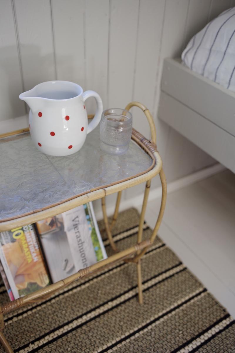 Ababia Ping Pong kannu. Kesämökin vierashuone. Pienen mökin sisustusideoita. Makuuhuoneen pintaremontti.