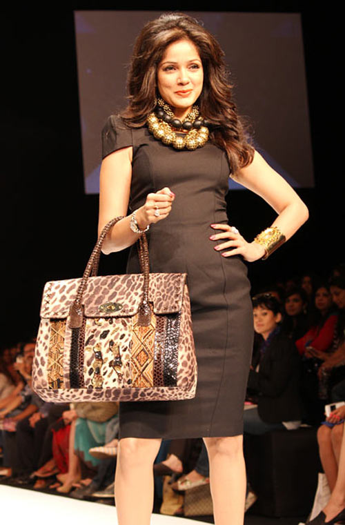 Vidya Malvade for Malini Agarwalla1 -  Bollywood celebs at Lakme Fashion Week 2012