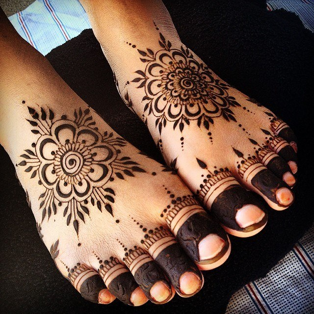 Latest Feet Mehndi Designs : Stylish and modern mehandi designs for foot legs