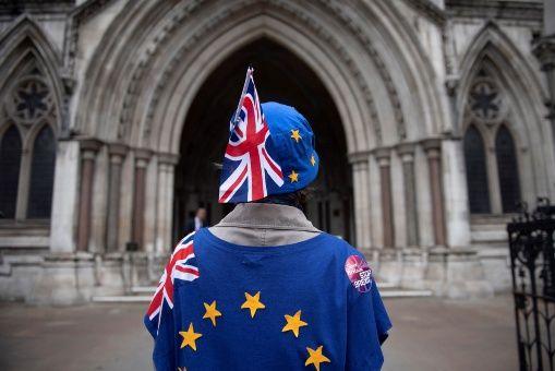 Abogados de Reino Unido piden segundo referendo sobre el Brexit