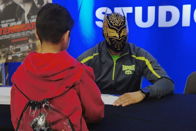 Sin Cara Autograph Session - Wrestlemania Axxess 32