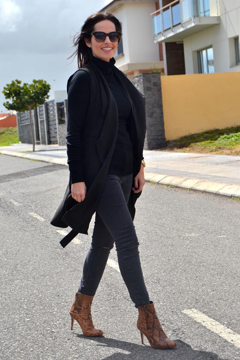 black-outfit-zara-jeans-mango-bag