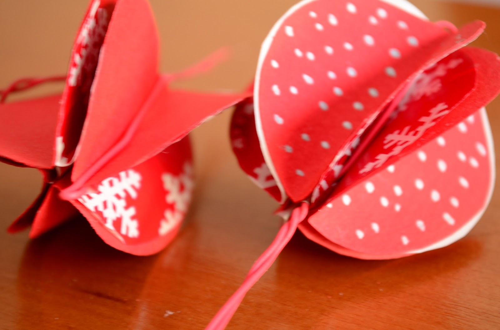 The Practical Mom: DIY Christmas Paper Baubles