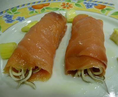 Rollitos de salmón con gulas al ajillo