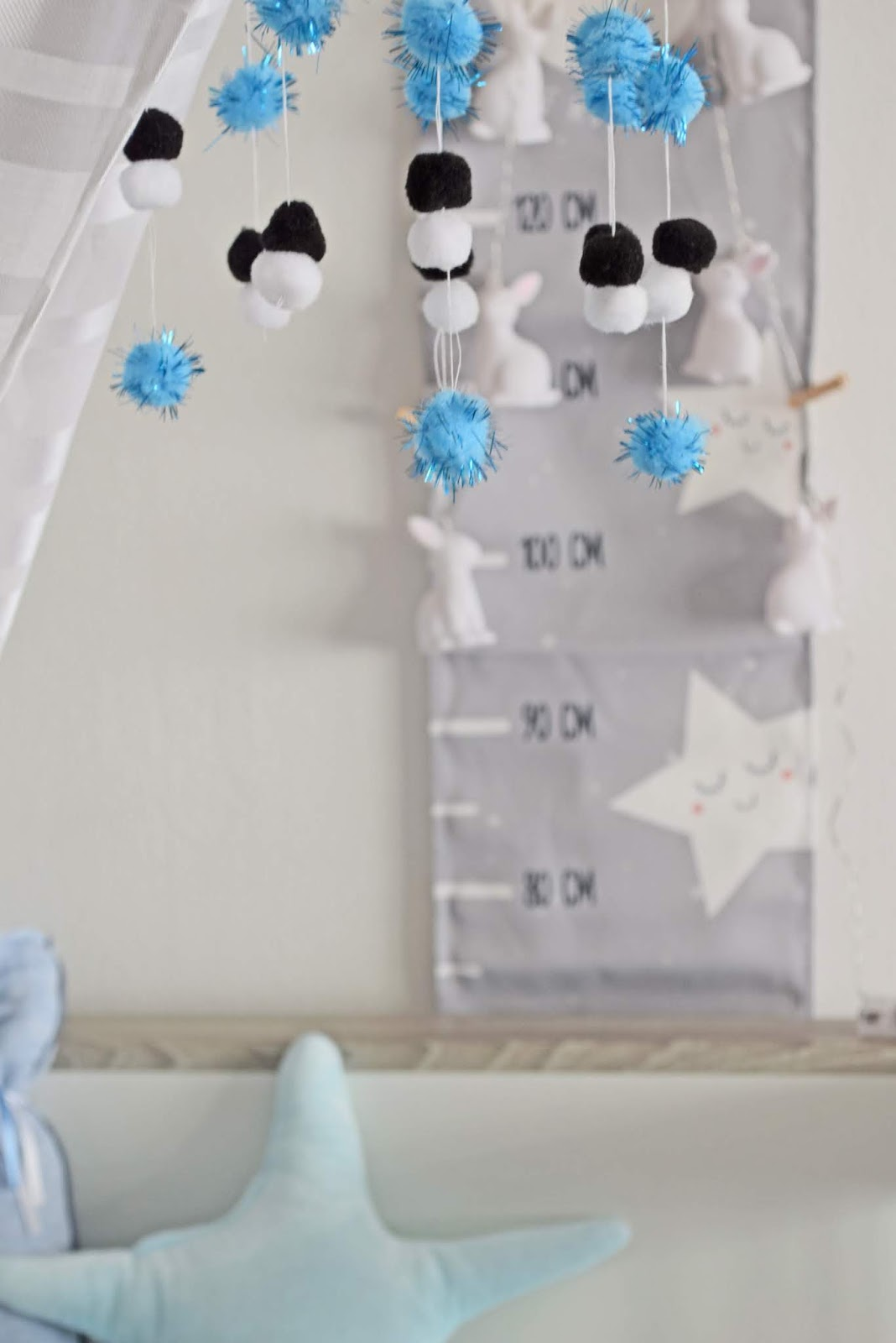 DIY karuzela nad łóżkiem