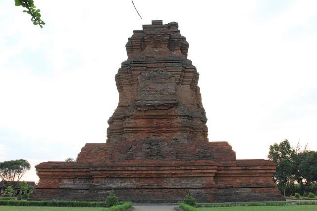 5 Wisata Sejarah di Mojokerto yang Menarik untuk Napak Tilas Zaman Kerajaan